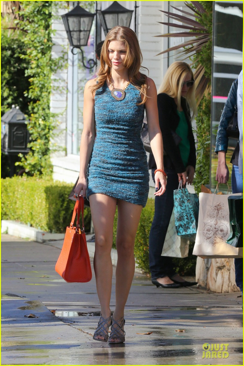 annalynne mccord 90210 set with shenae grimes & jessica stroup 10