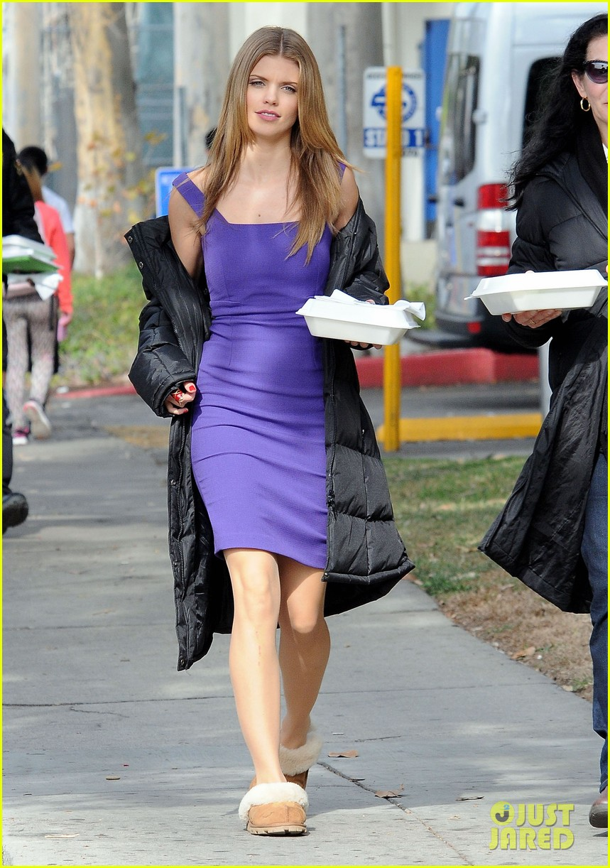annalynne mccord 90210 taco truck action scene 01