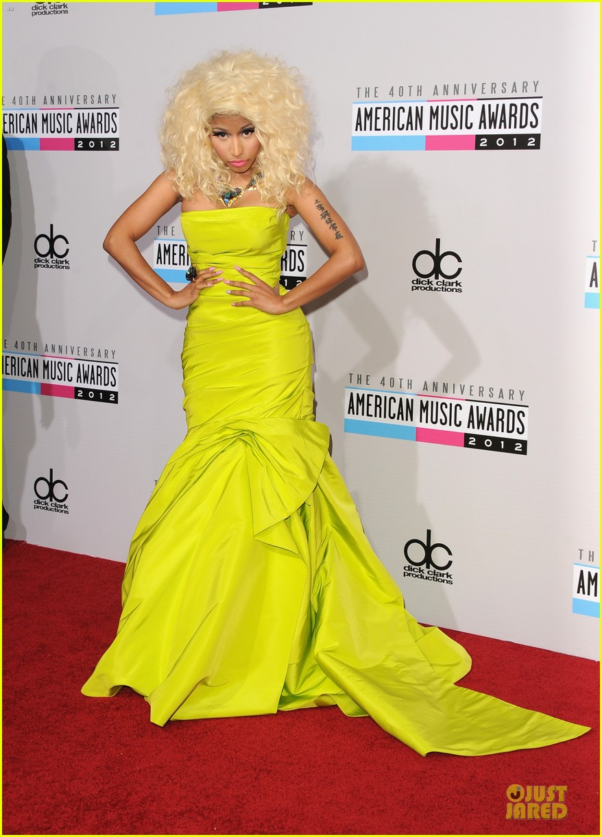 nicki minaj wins favorite rap hip hop album at amas 05
