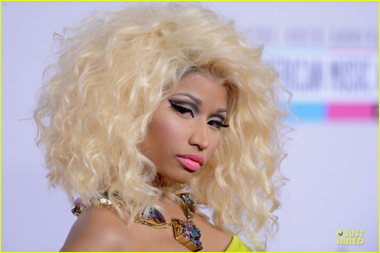 nicki minaj wins favorite rap hip hop album at amas 08