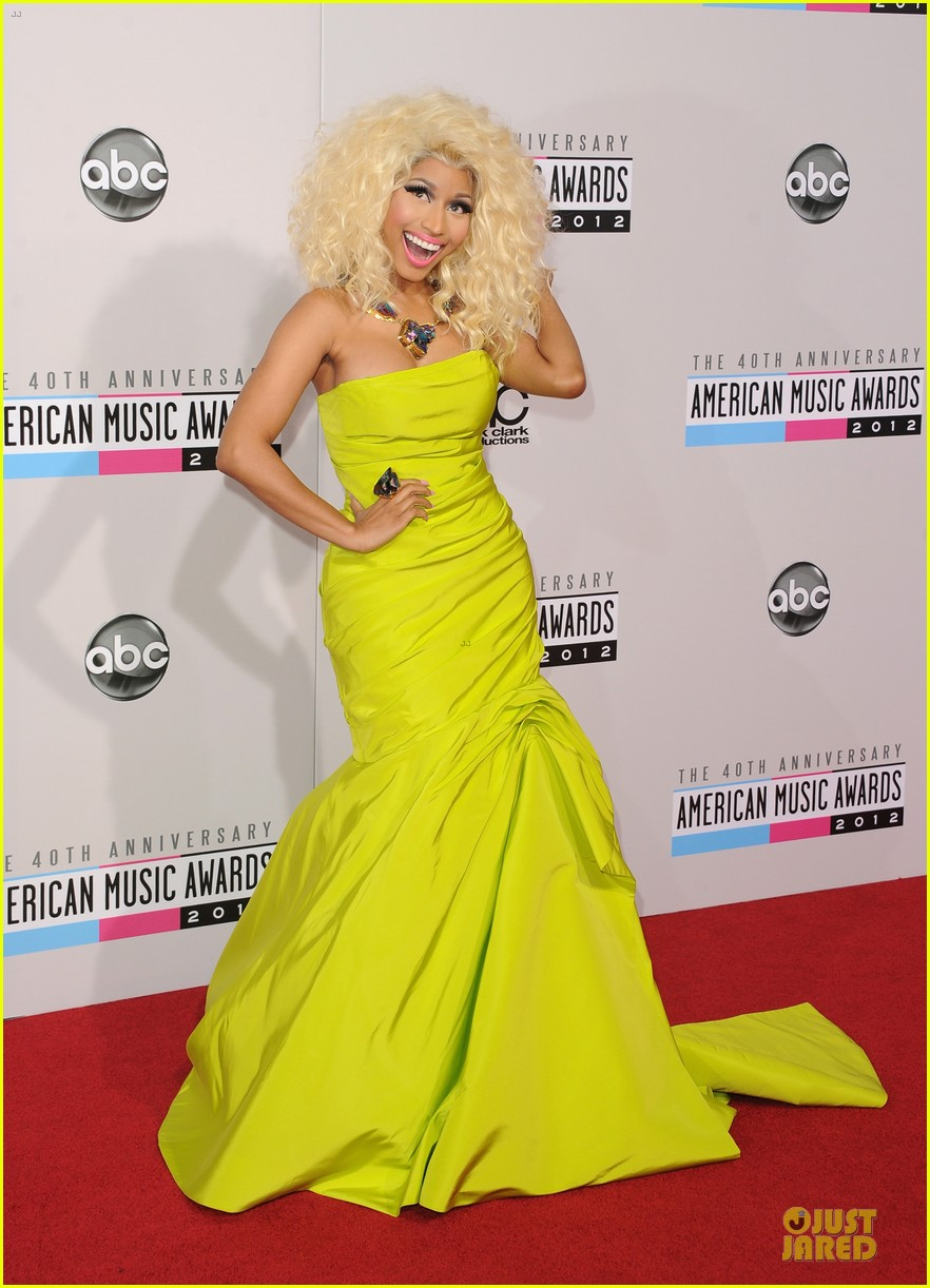 nicki minaj wins favorite rap hip hop album at amas 12