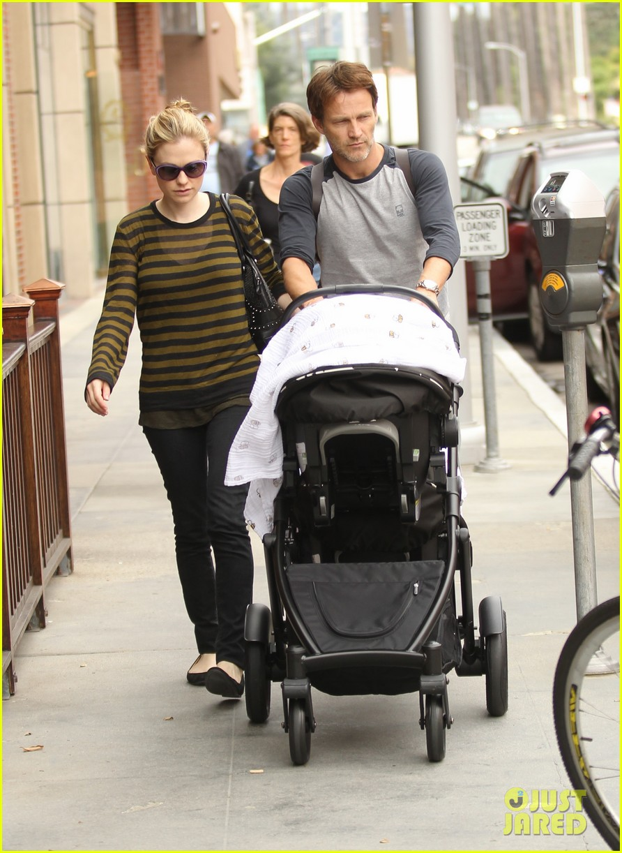 anna paquin stephen moyer doctors appointment with the twins 01