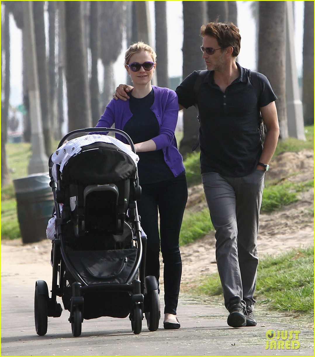 anna paquin stephen moyer park stroll with the twins 01