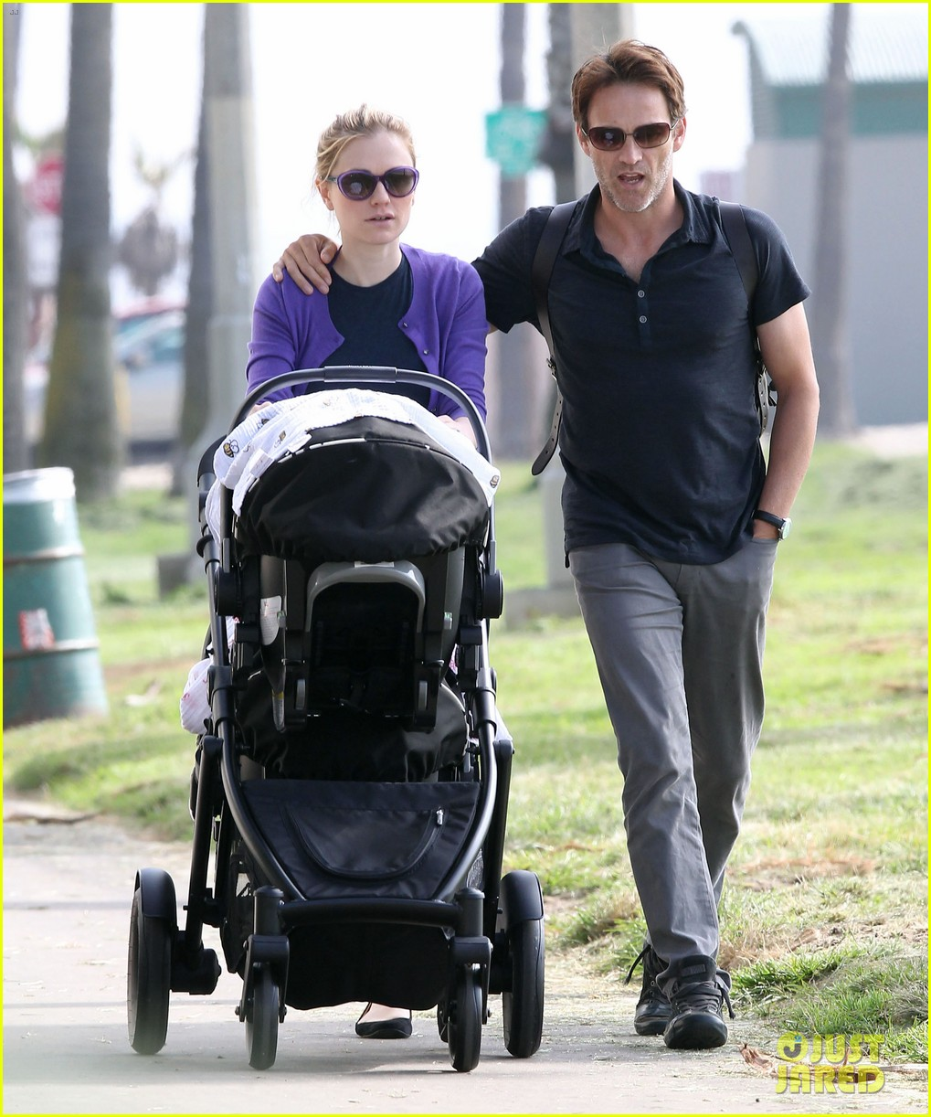 anna paquin stephen moyer park stroll with the twins 13