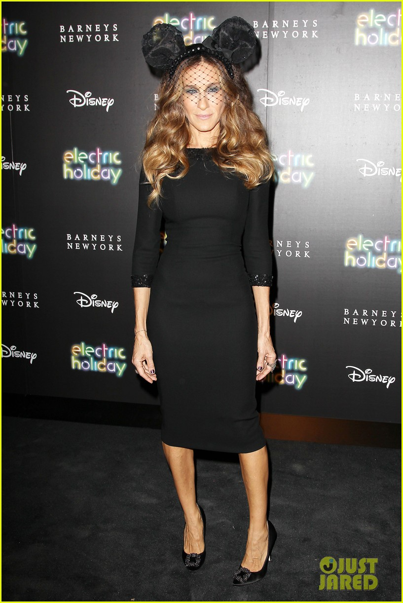 sarah jessica parker disney electric holiday window unveiling host 012758061