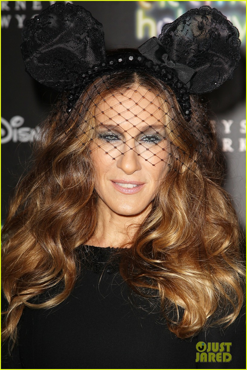 sarah jessica parker disney electric holiday window unveiling host 10