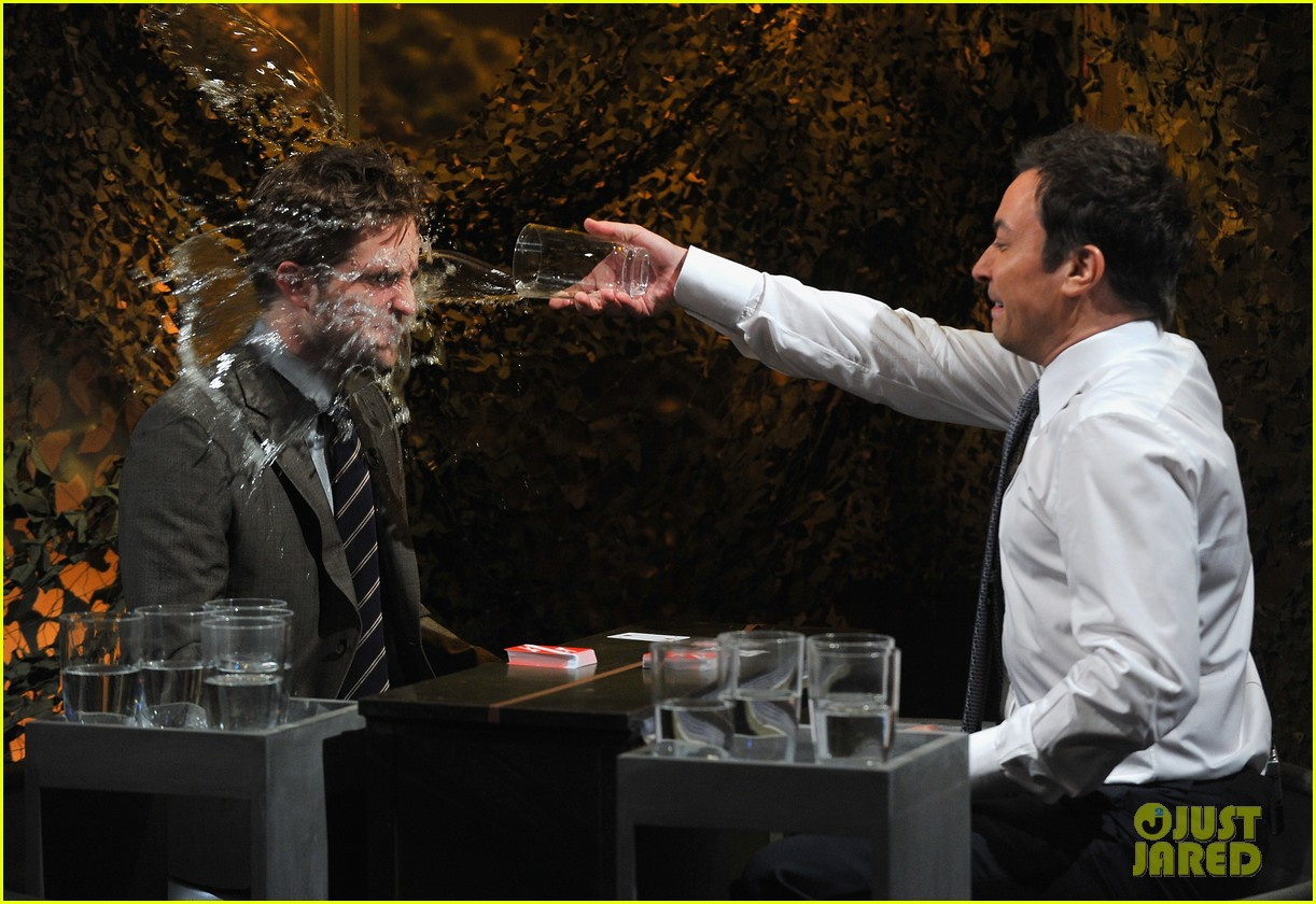 robert pattinson soaking wet on late night with jimmy fallon 03