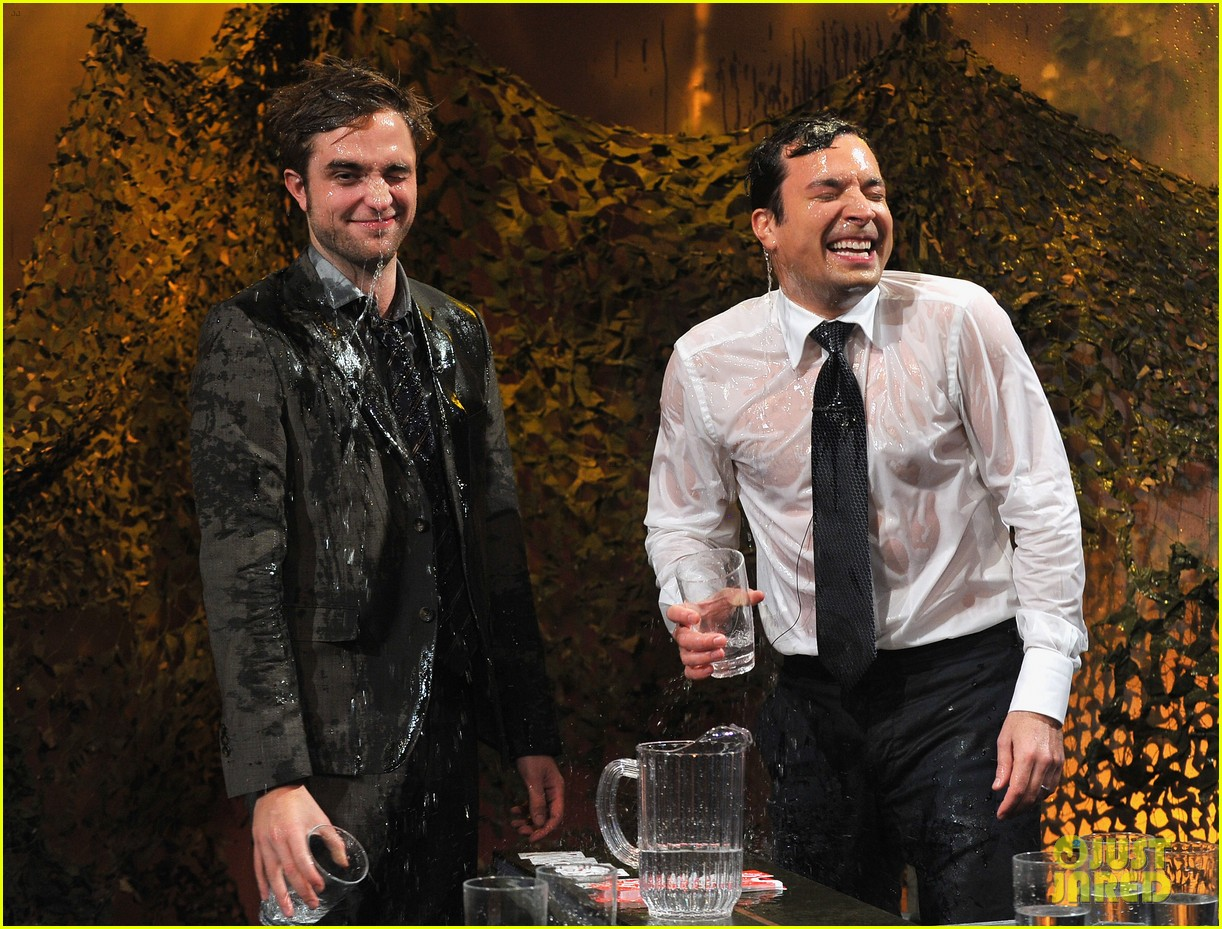 robert pattinson soaking wet on late night with jimmy fallon 072753824