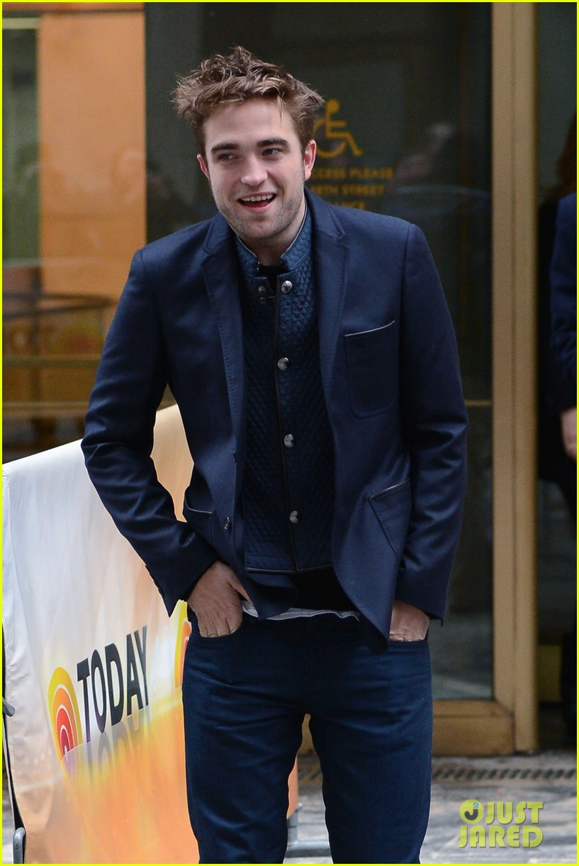 robert pattinson dodges kristen stewart questions on today 242753449