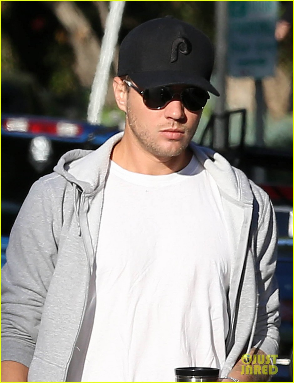 ryan phillippe brings deacon to vote on election day 02