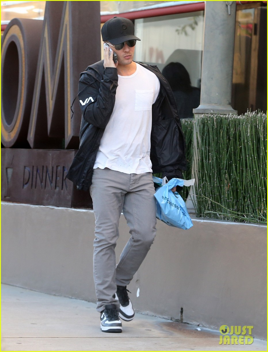 ryan phillippe kitson for kids shopper 03