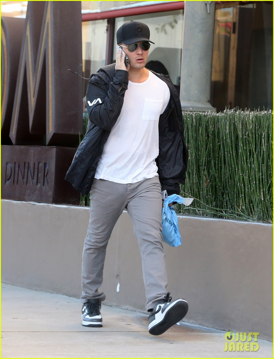ryan phillippe kitson for kids shopper 05