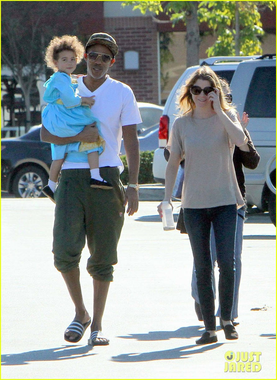 ellen pompeo chris ivery toys r us shopping with stella 04