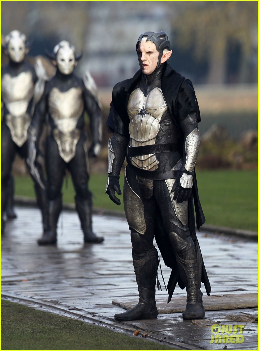 natalie portman thor the dark world set 092761888