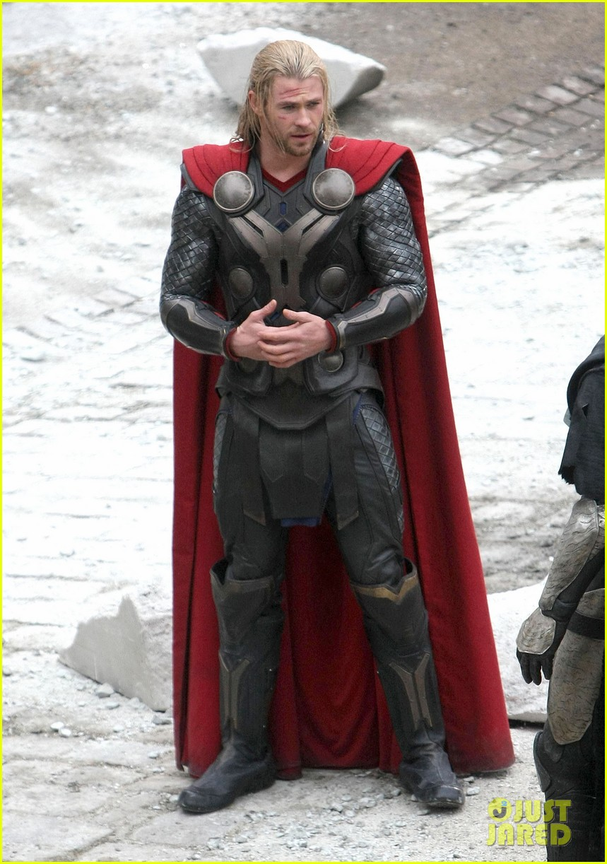 natalie portman thor the dark world set 102761889
