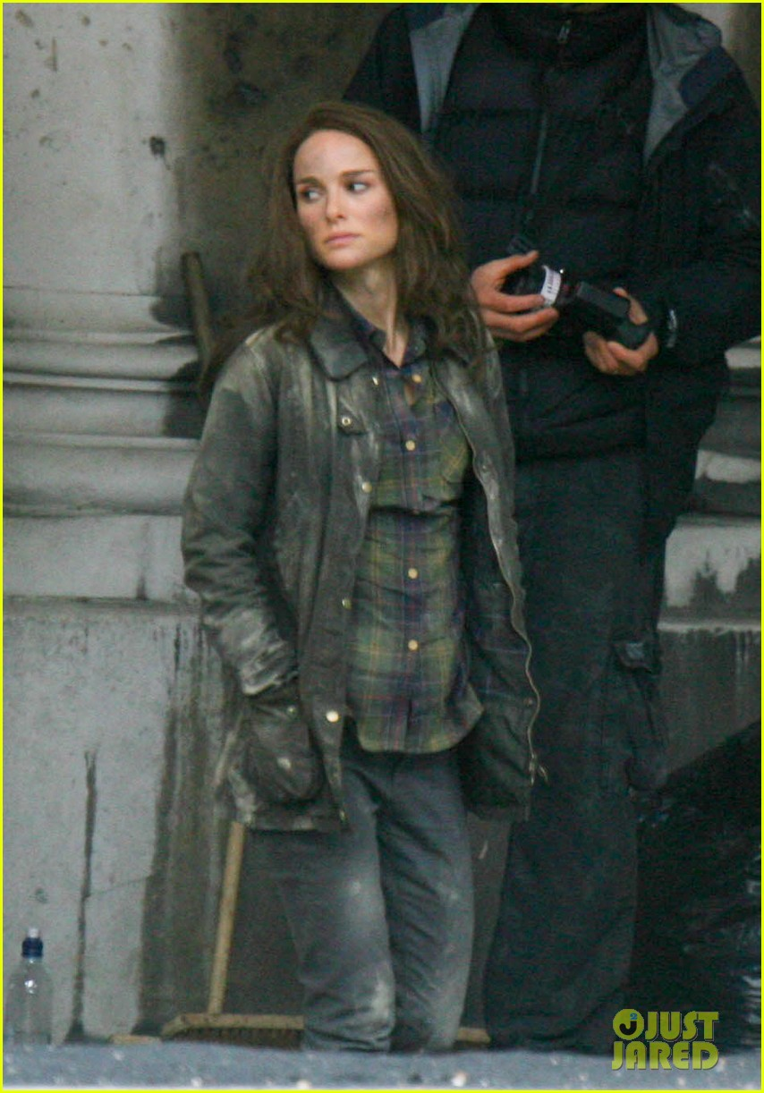 natalie portman thor the dark world set 172761896