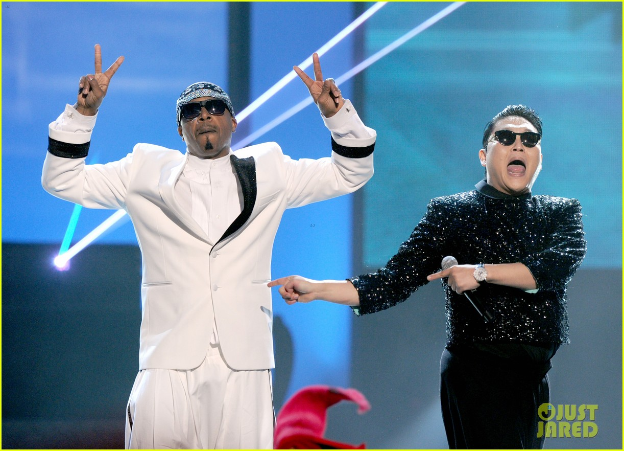 psy mc hammer performance 142760458
