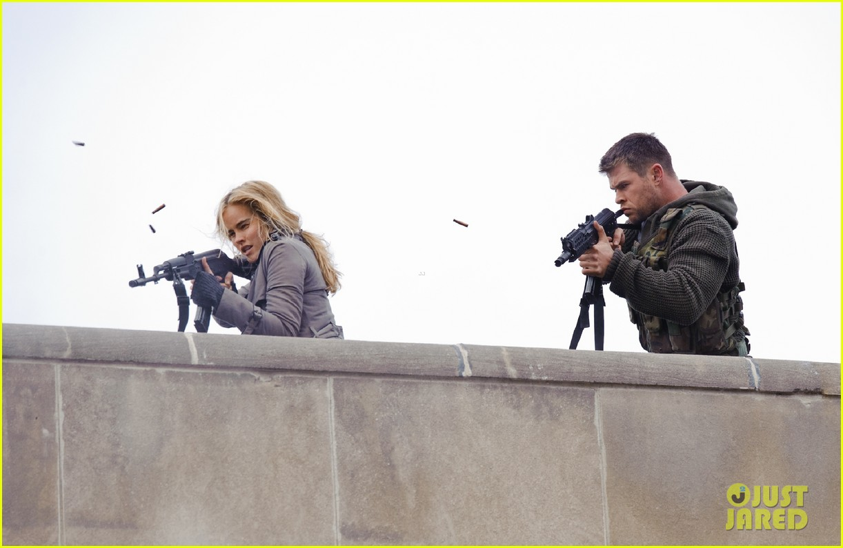 chris hemsworth red dawn exclusive images 03