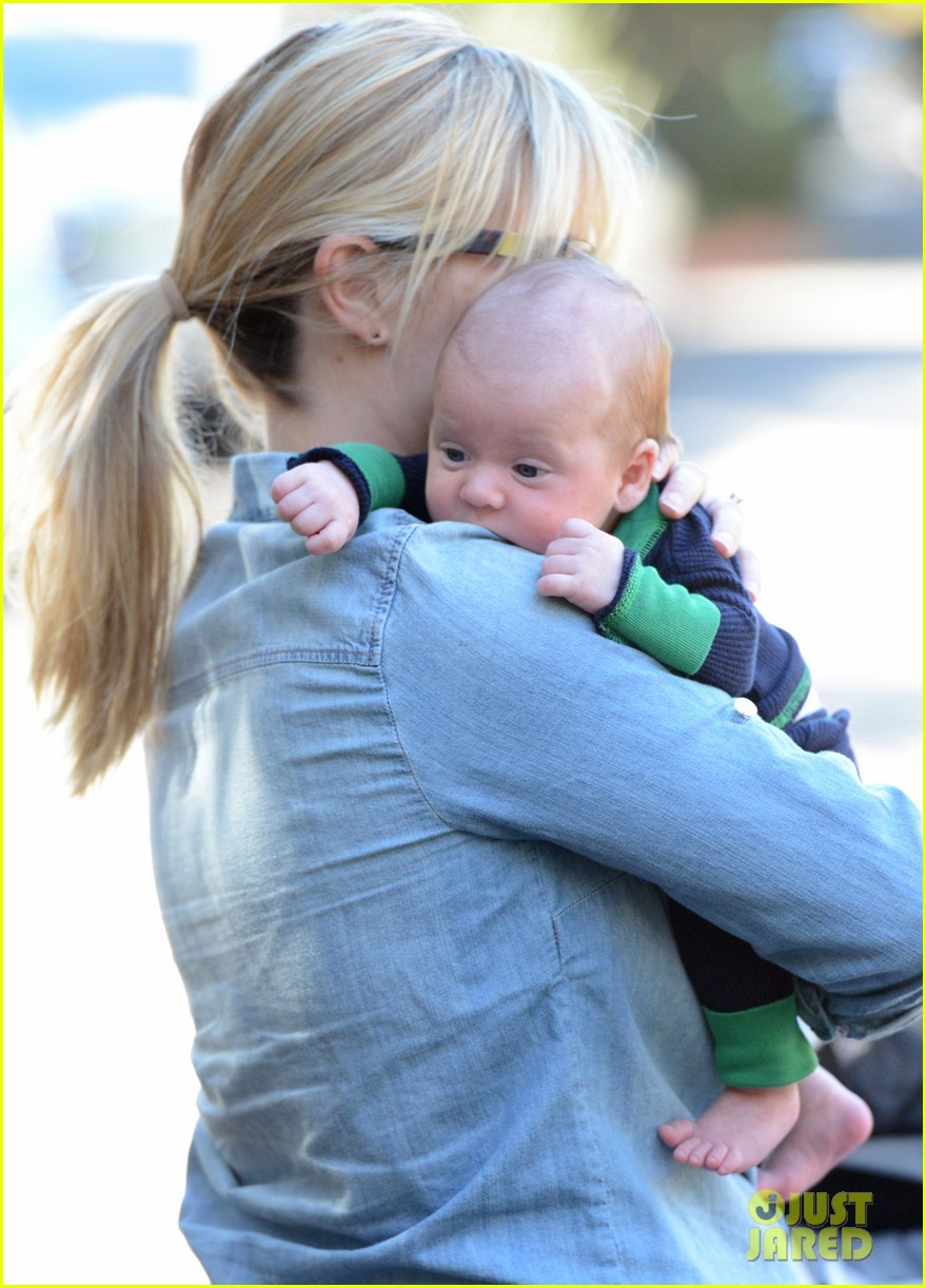reese witherspoon debuts baby tennessee james 01