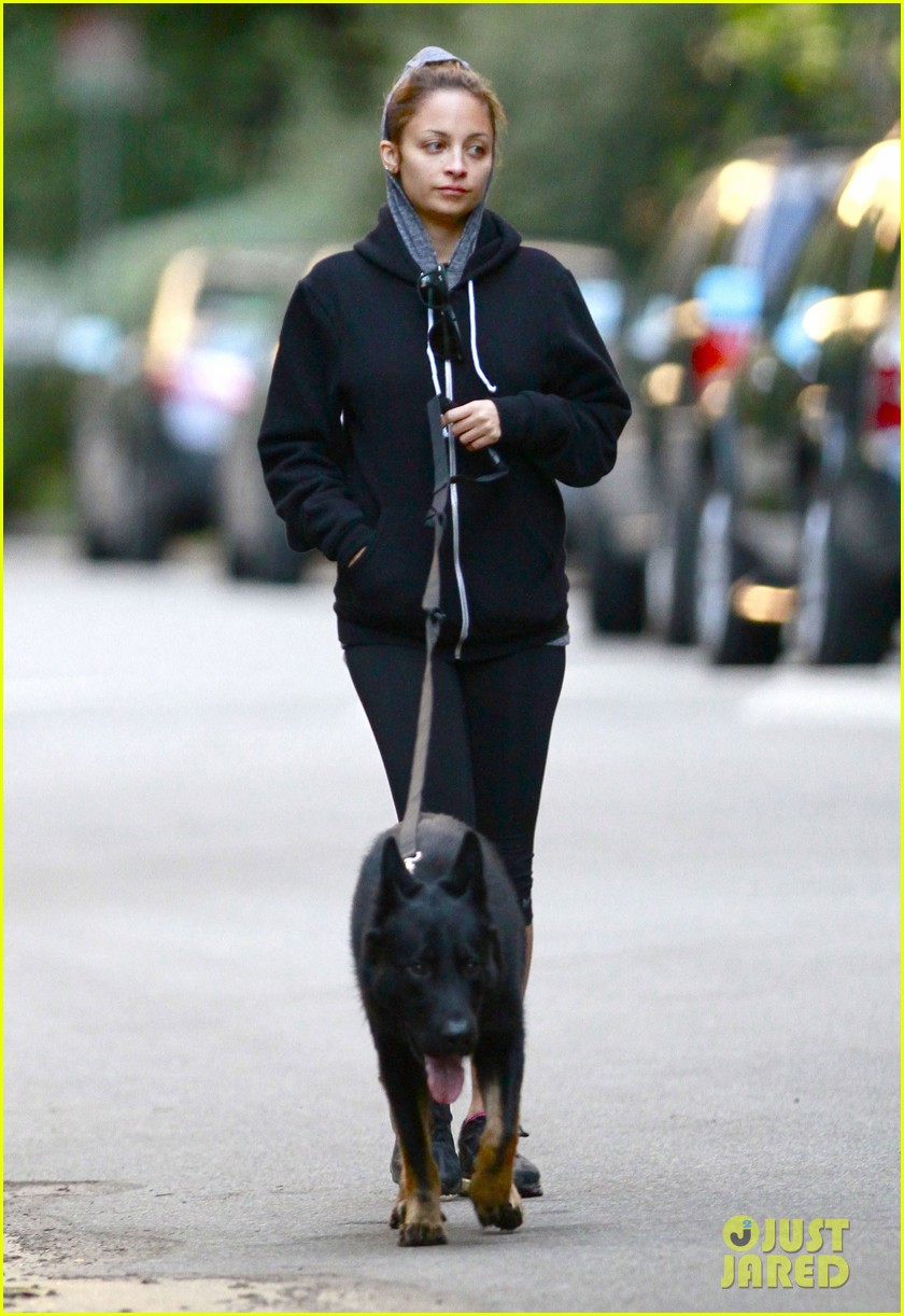 nicole richie chilly dog walk 03