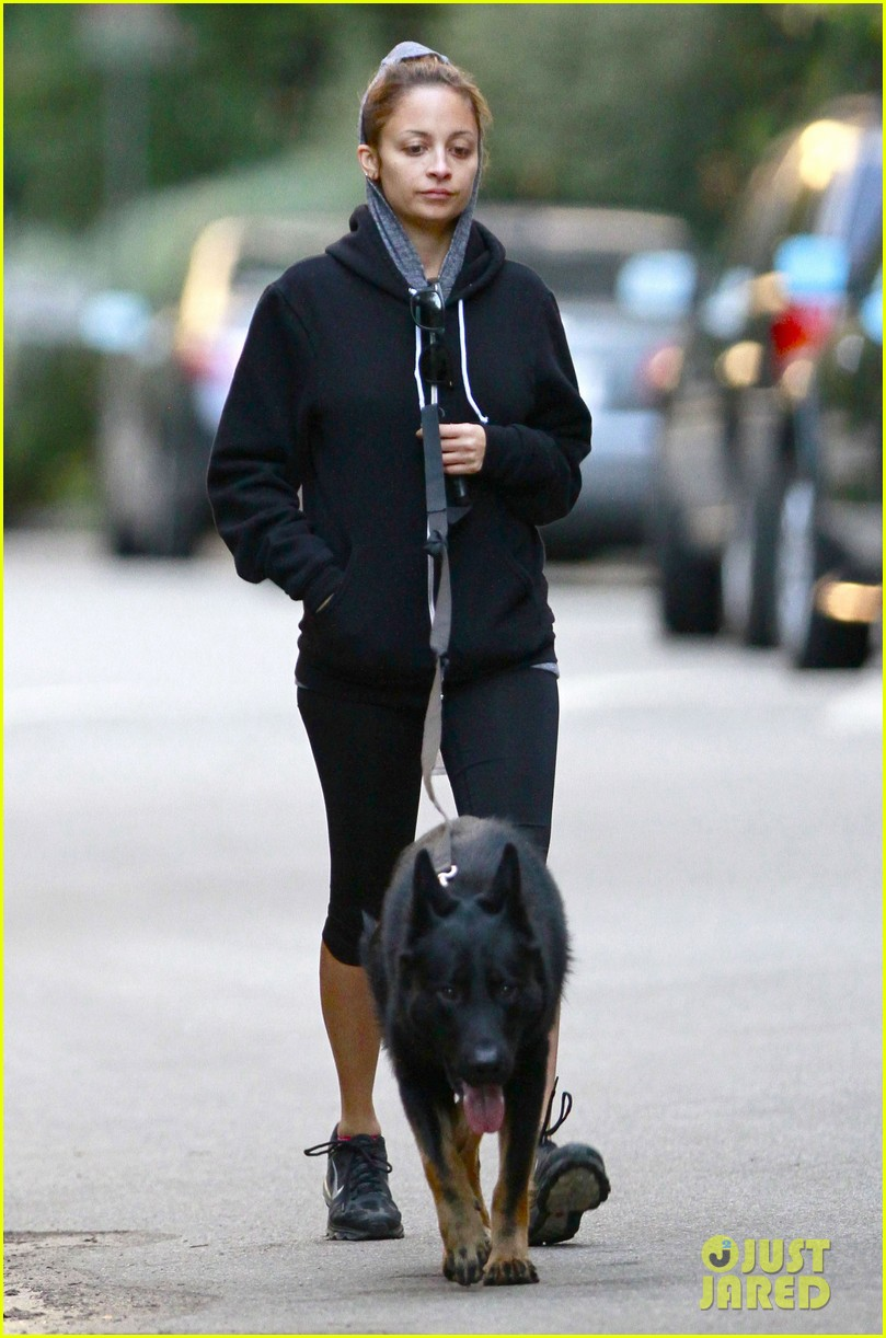nicole richie chilly dog walk 07