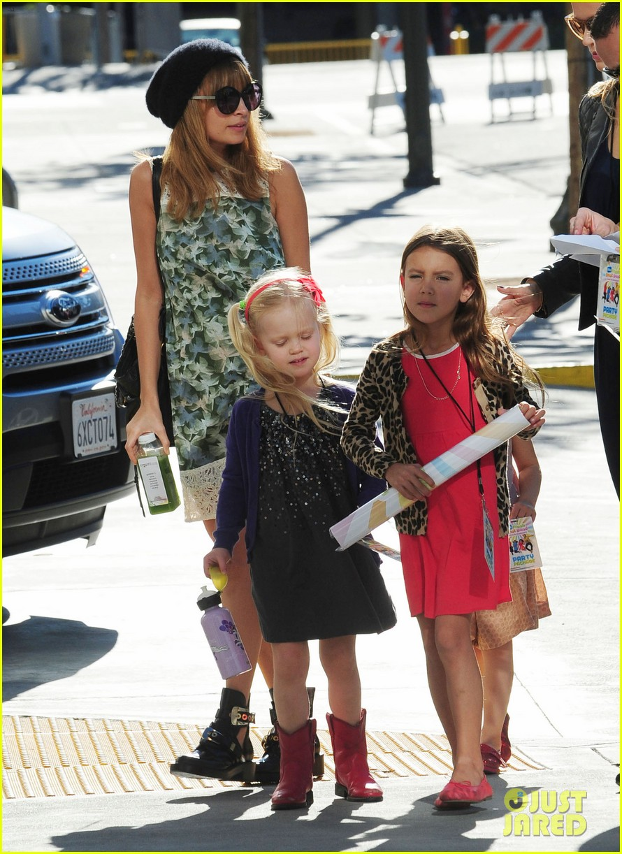 nicole richie daughter harlow concert cuties 102763482