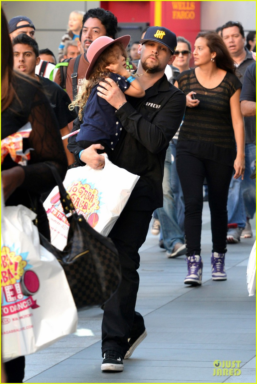 nicole richie joel madden yo gabba gabba show with the kids 042763050