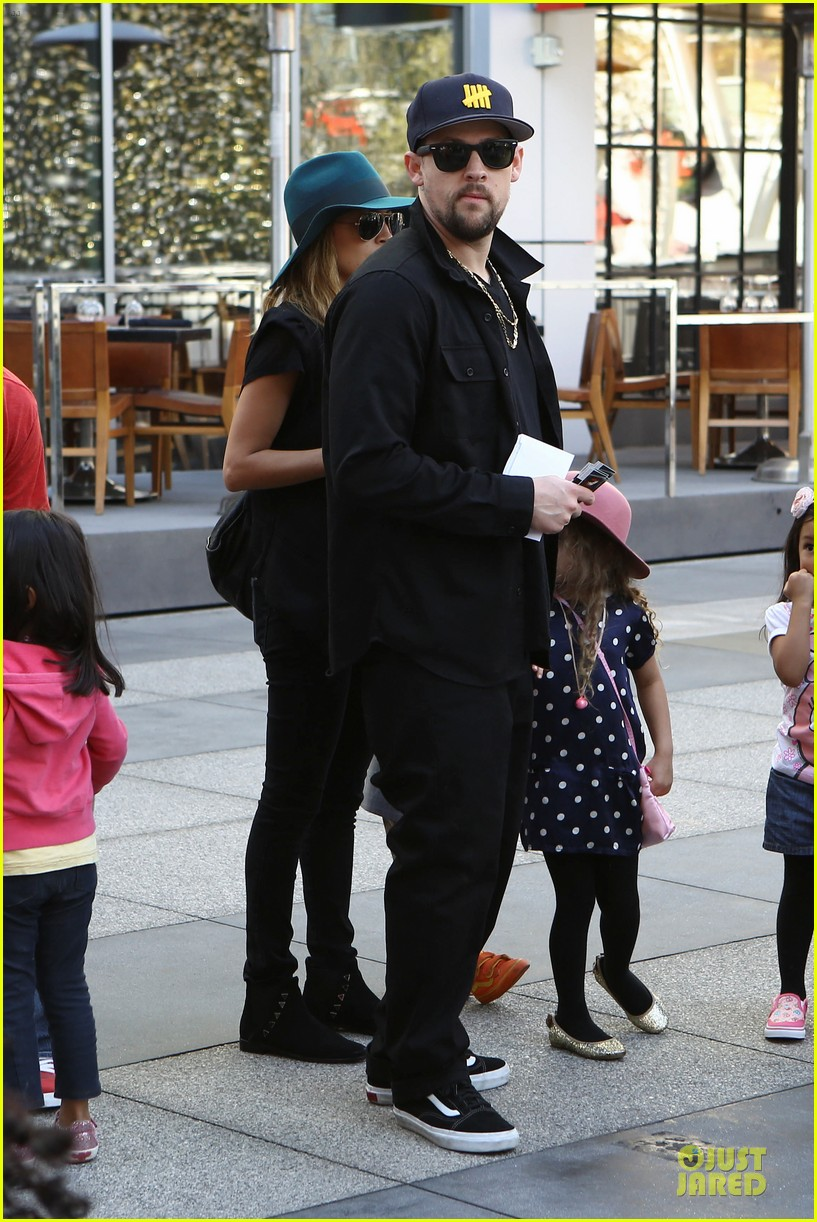 nicole richie joel madden yo gabba gabba show with the kids 16