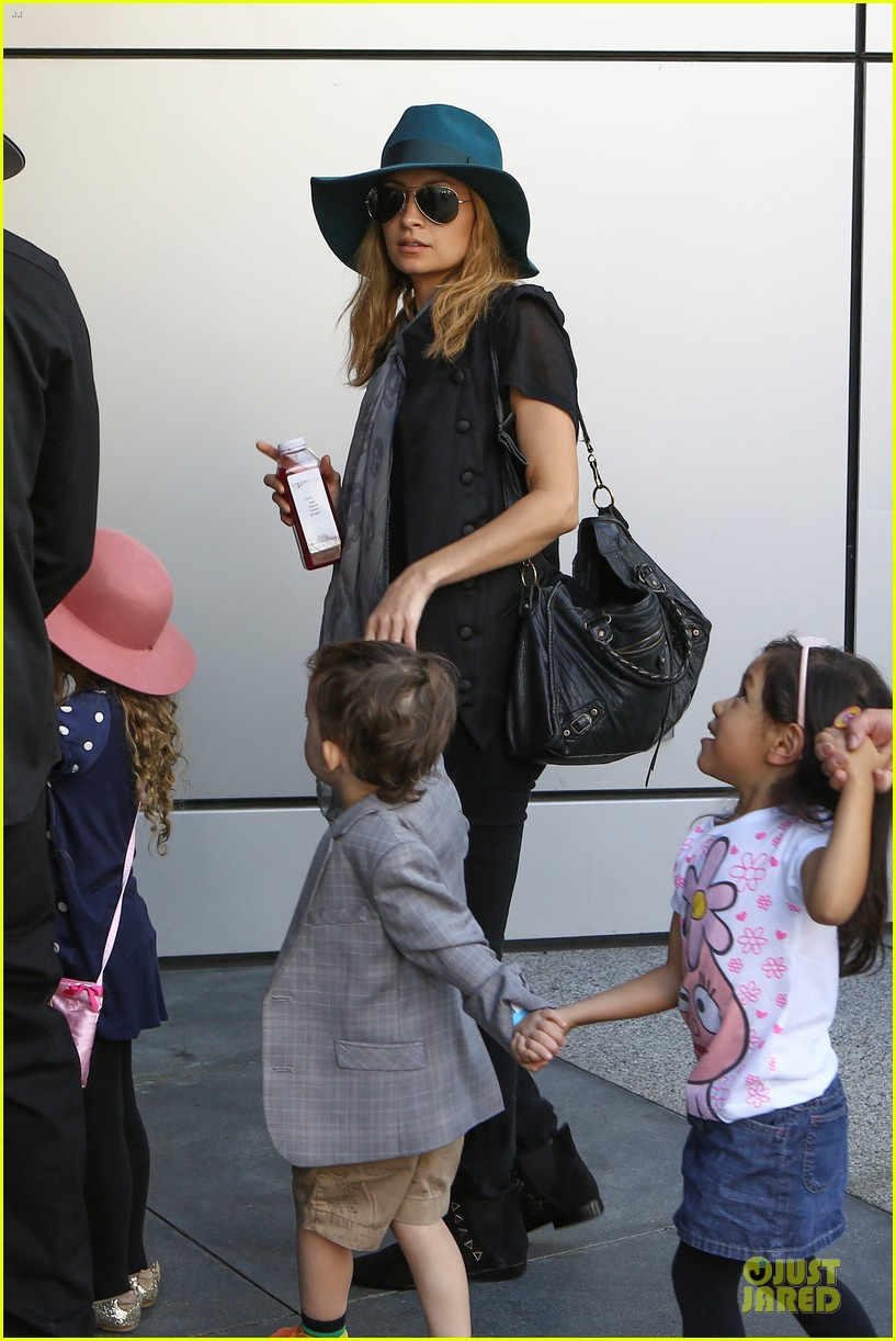 nicole richie joel madden yo gabba gabba show with the kids 182763064