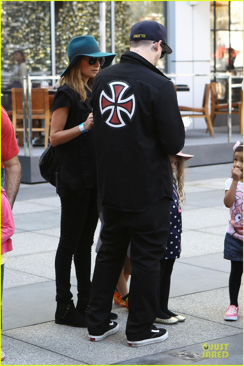 nicole richie joel madden yo gabba gabba show with the kids 20