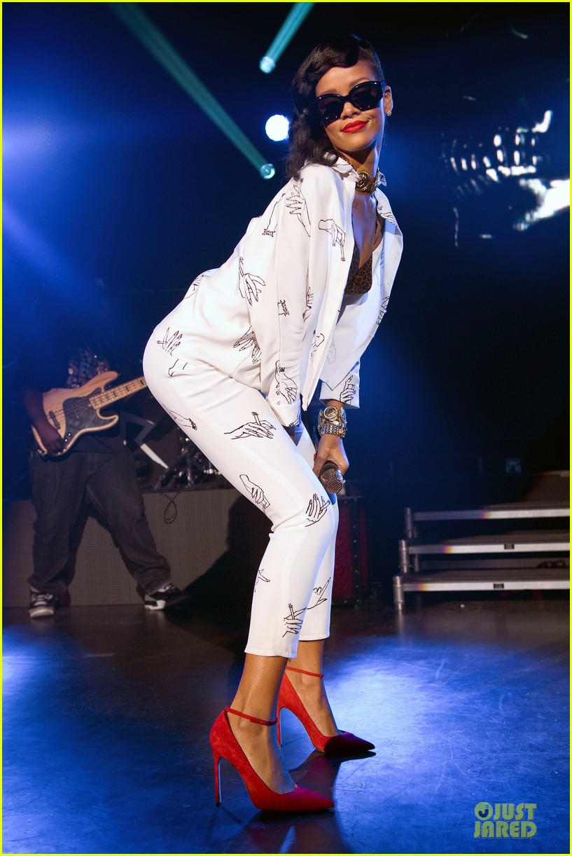 rihanna 777 tour hits london with cara delevingne exclusive 05