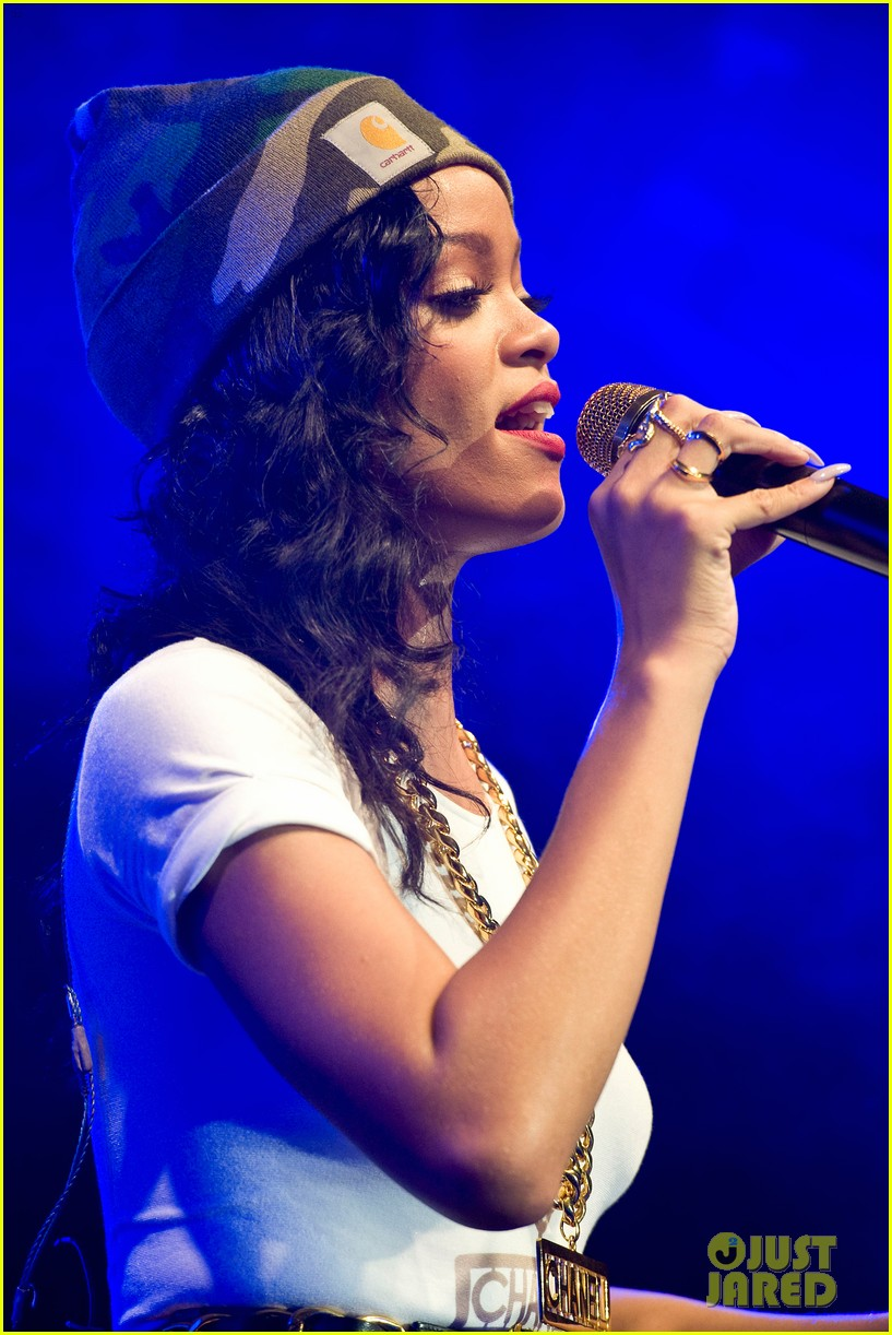 rihanna stockholm stop on 777 tour exclusive 31
