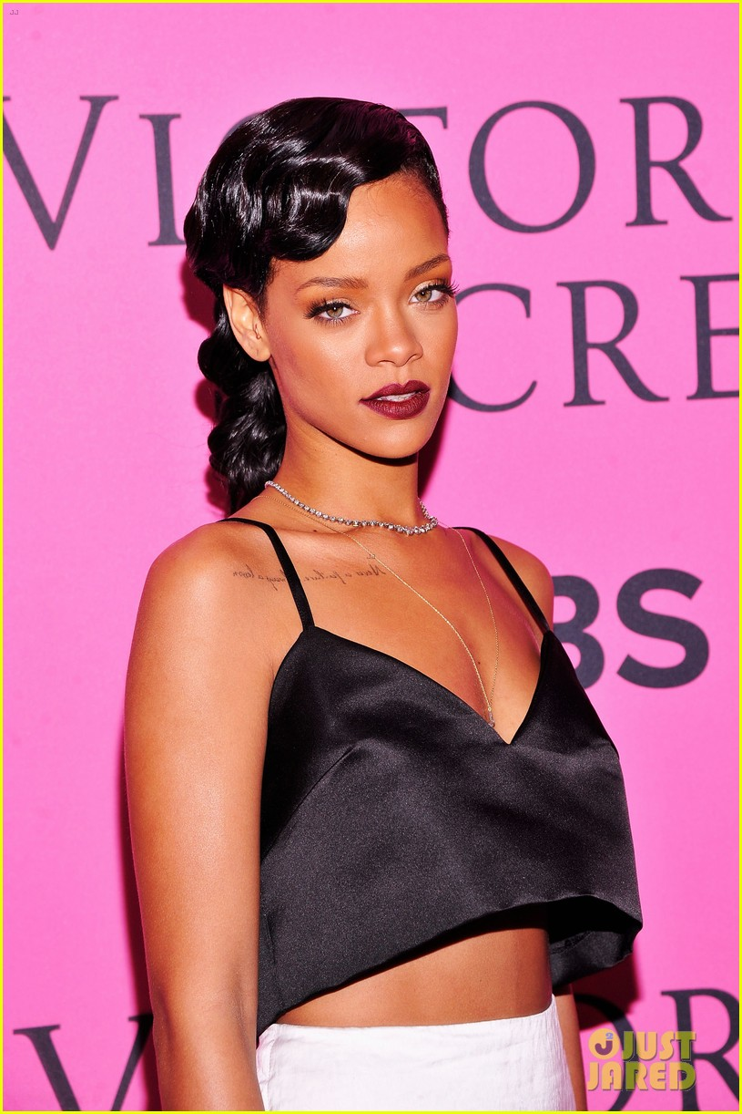 rihanna justin bieber vs fashion show 2012 pink carpet 112753269