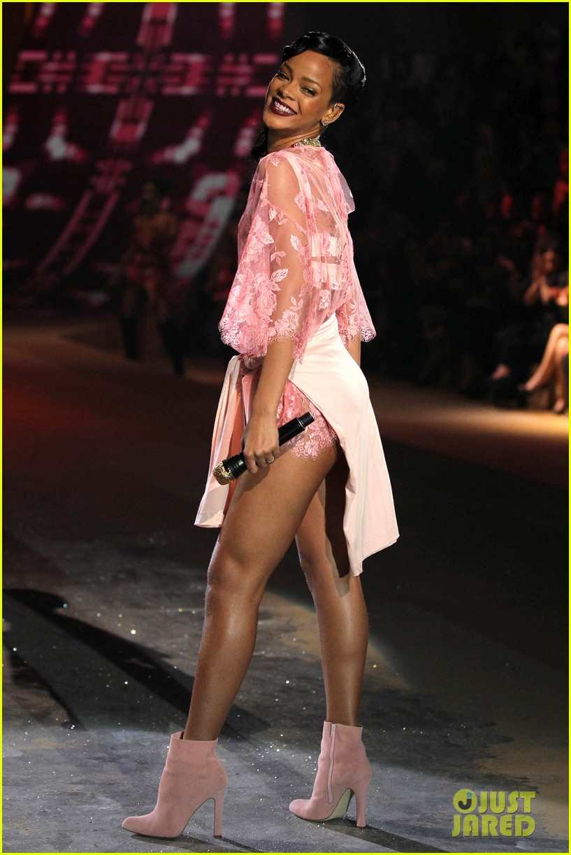 rihanna victorias secret fashion show 2012 performance 05