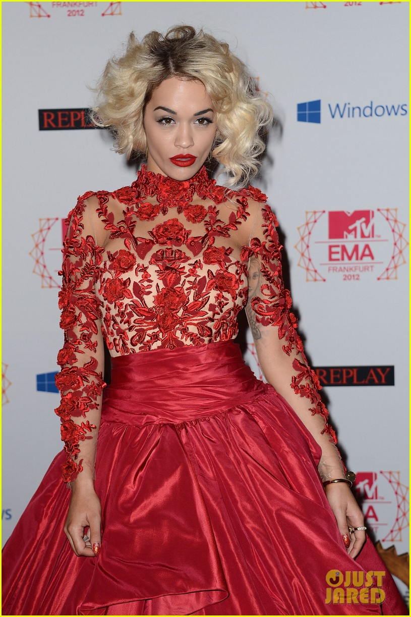 rita ora carly rae jepsen mtv emas 2012 red carpet 10