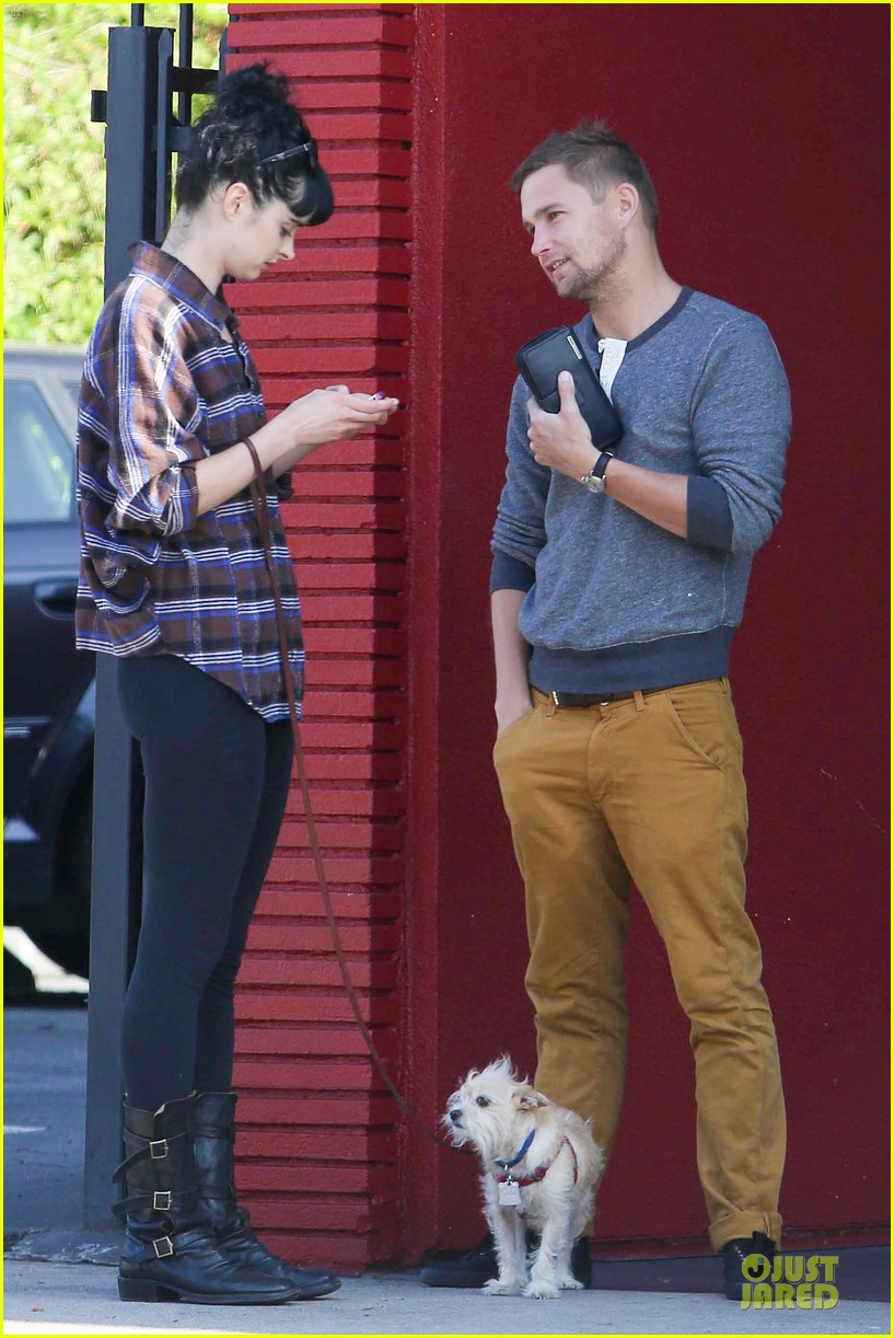krysten ritter brian geraghty sunday breakfast in silverlake 01