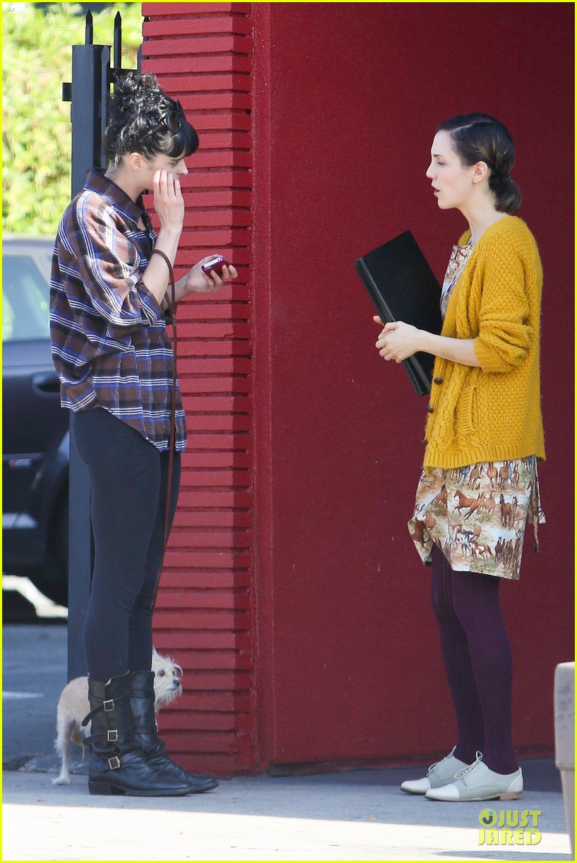 krysten ritter brian geraghty sunday breakfast in silverlake 17