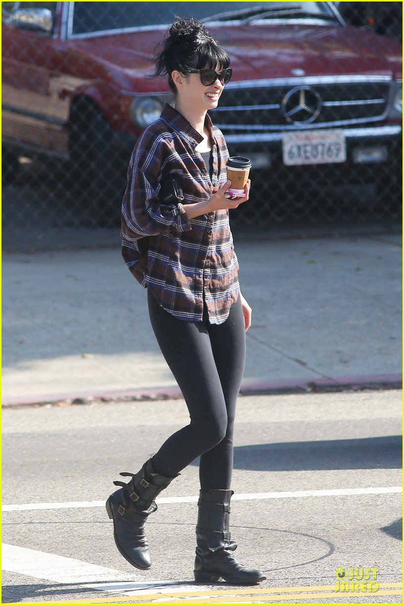 krysten ritter brian geraghty sunday breakfast in silverlake 19
