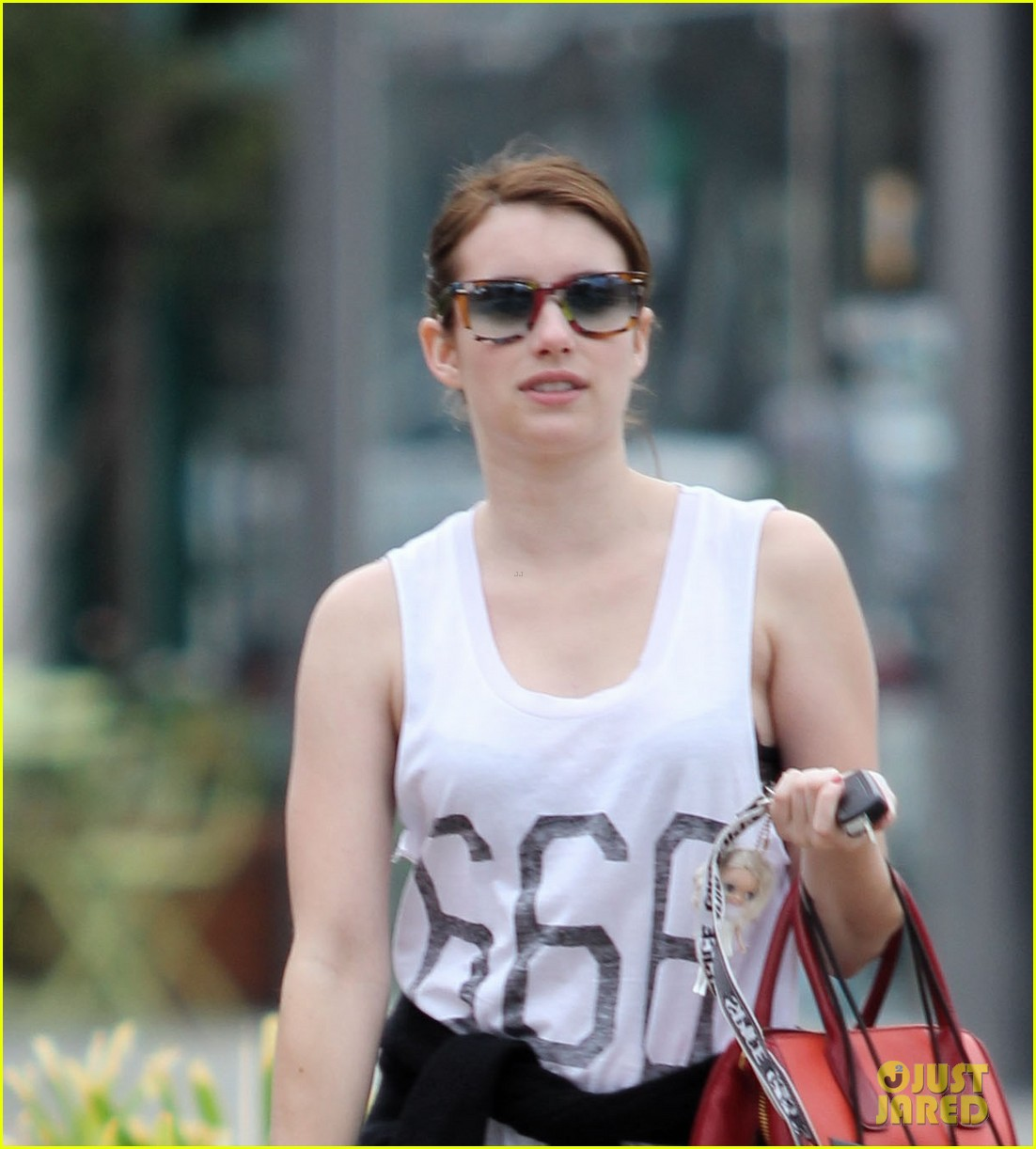 emma roberts 666 t shirt shopping spree 03