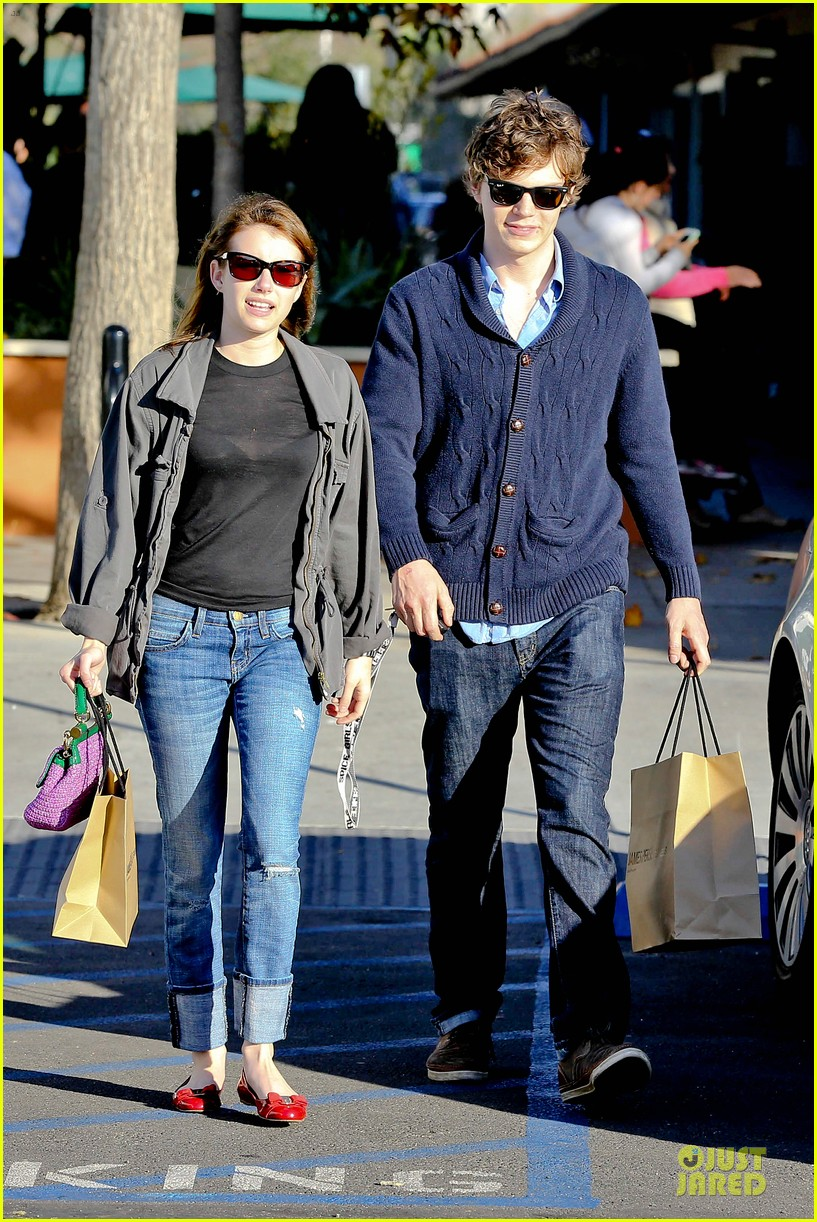 emma roberts evan peters black friday shopping couple 012763071