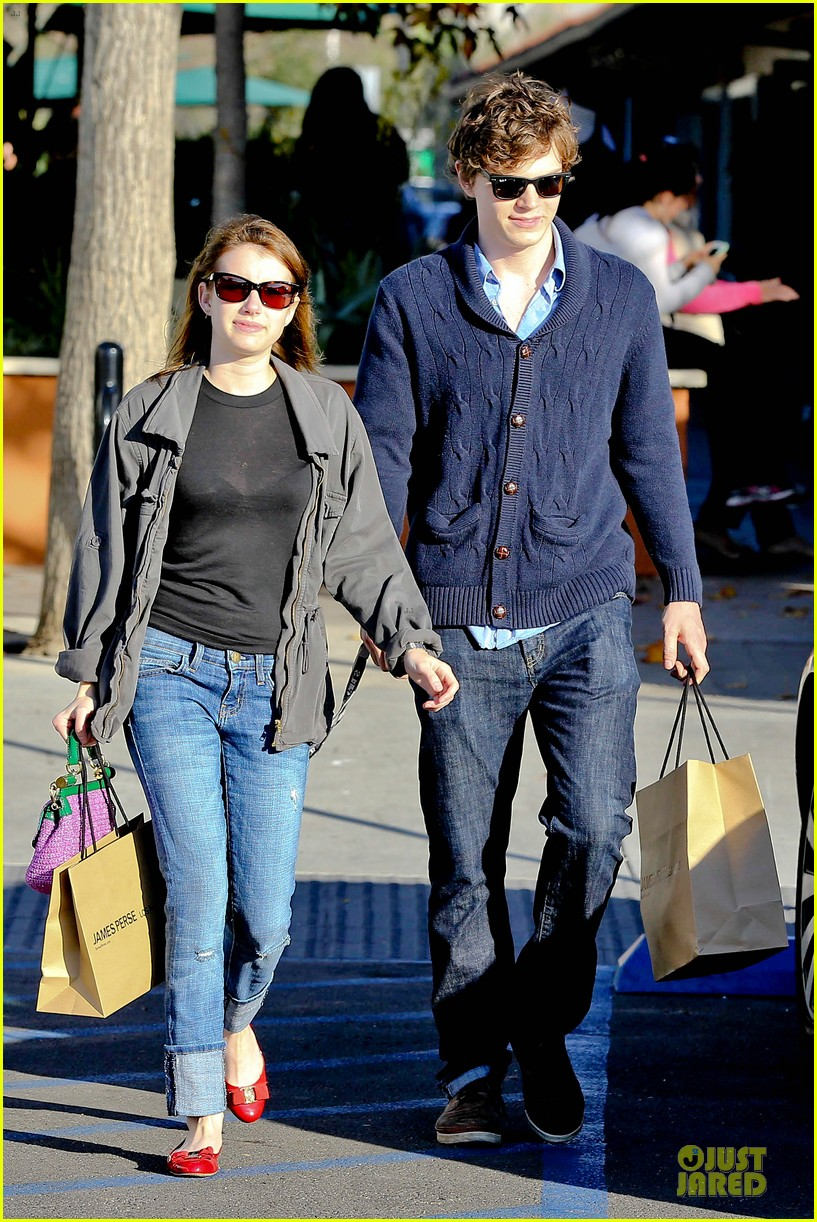 emma roberts evan peters black friday shopping couple 06