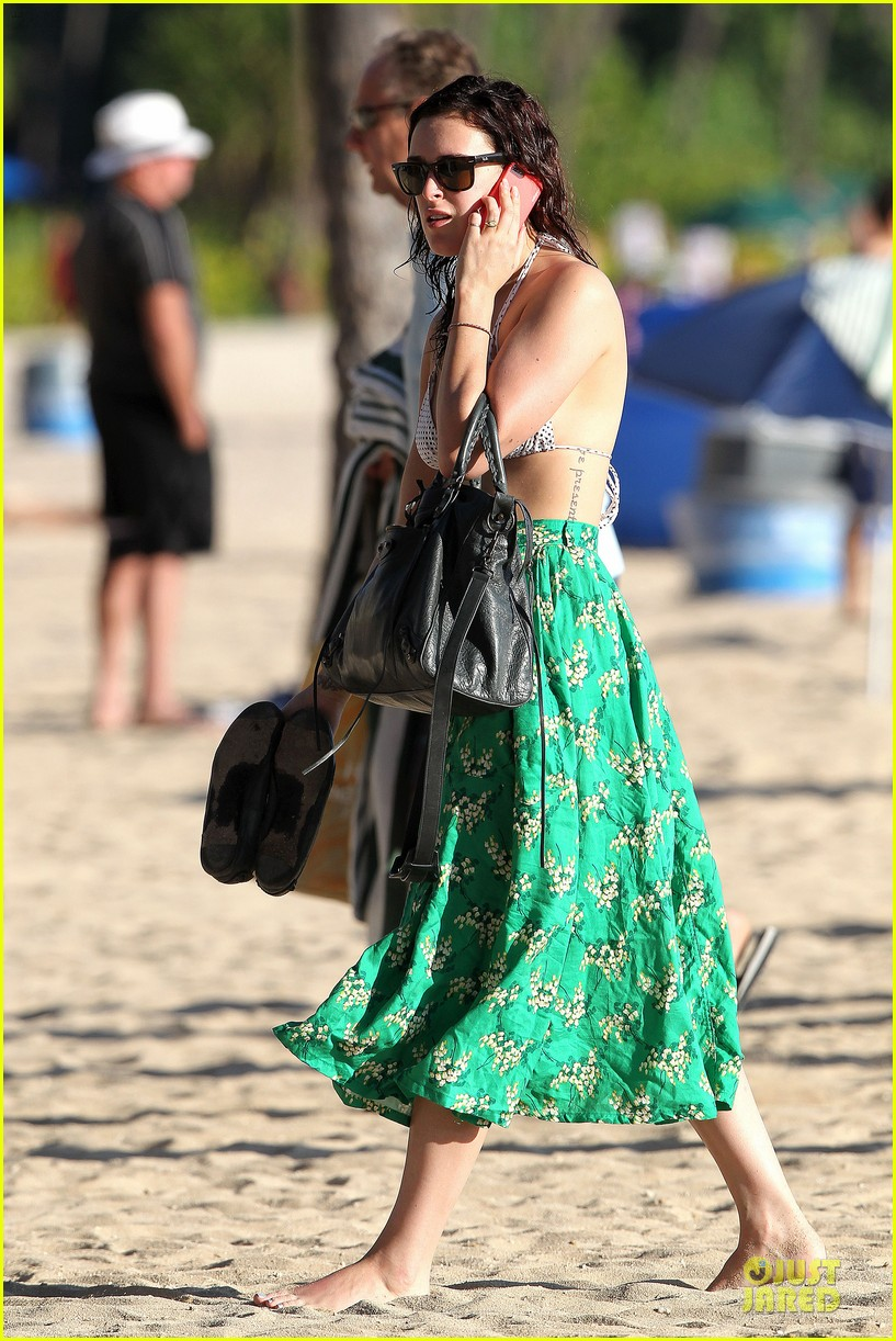 rumer willis hawaiian bikini beauty 05