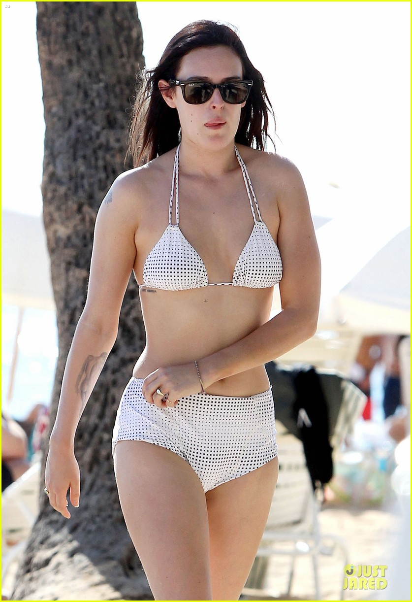 rumer willis hawaiian bikini beauty 13