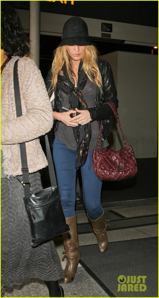 blake lively ryan reynolds low key la arrival 01