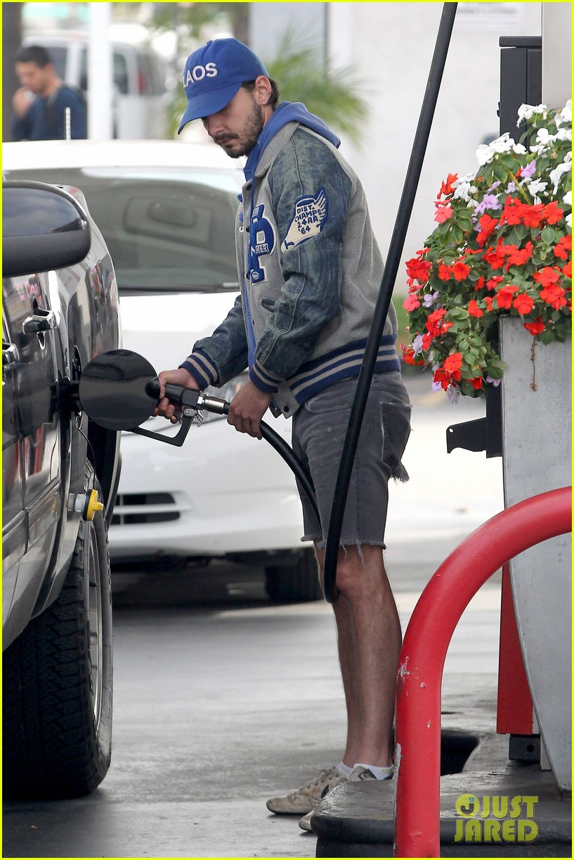 shia labeouf cutoff short shorts in hollywood 04