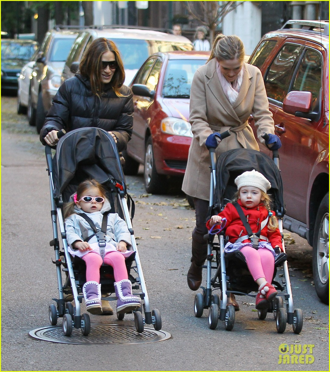 sarah jessica parker brisk morning walk with the kids 12