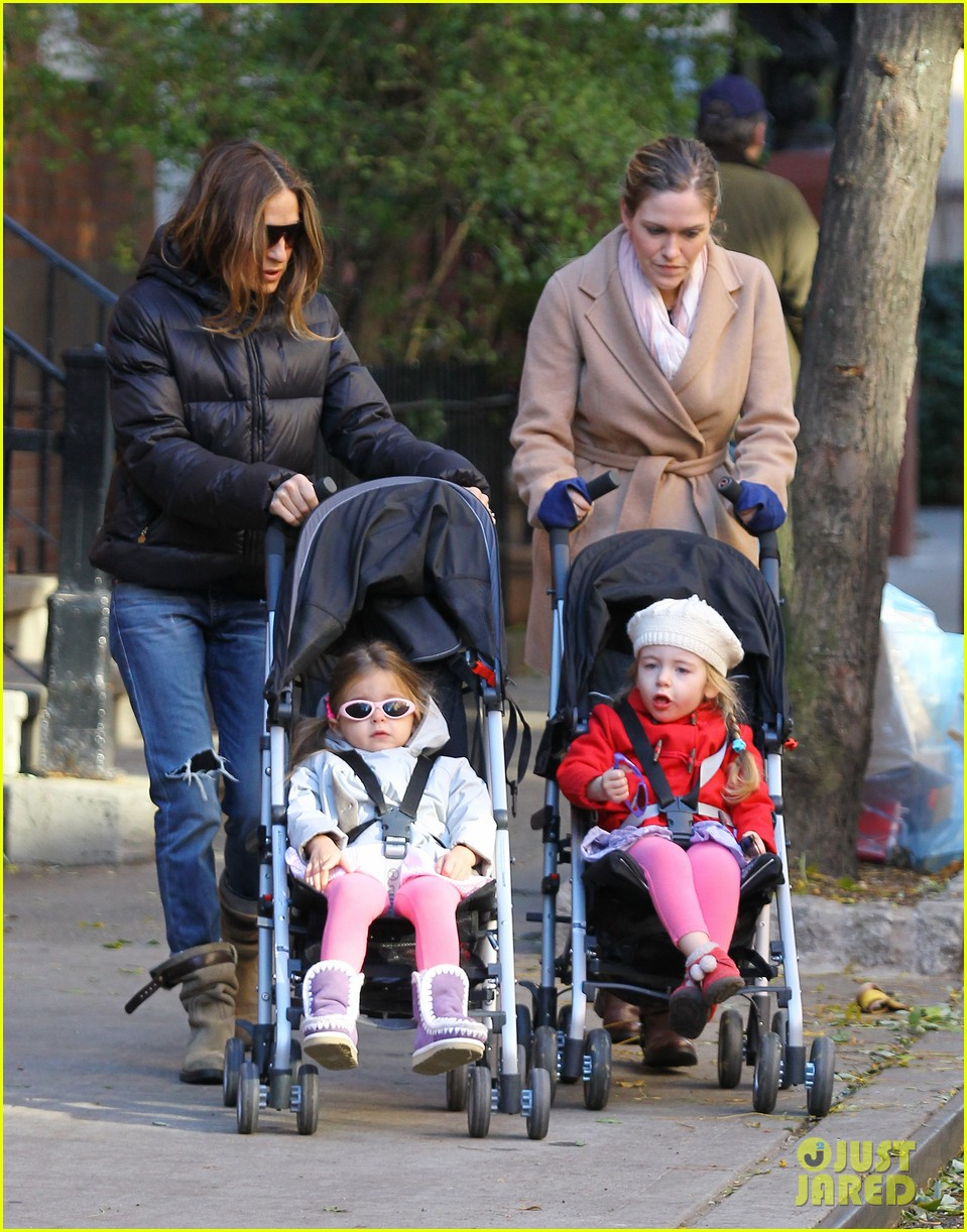 sarah jessica parker brisk morning walk with the kids 15