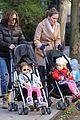 sarah jessica parker brisk morning walk with the kids 05