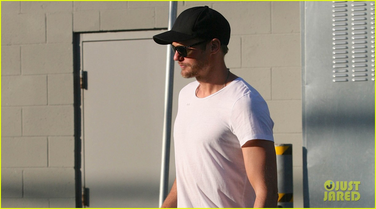 alexander skarsgard me playing christian grey wouldnt be an issue 03
