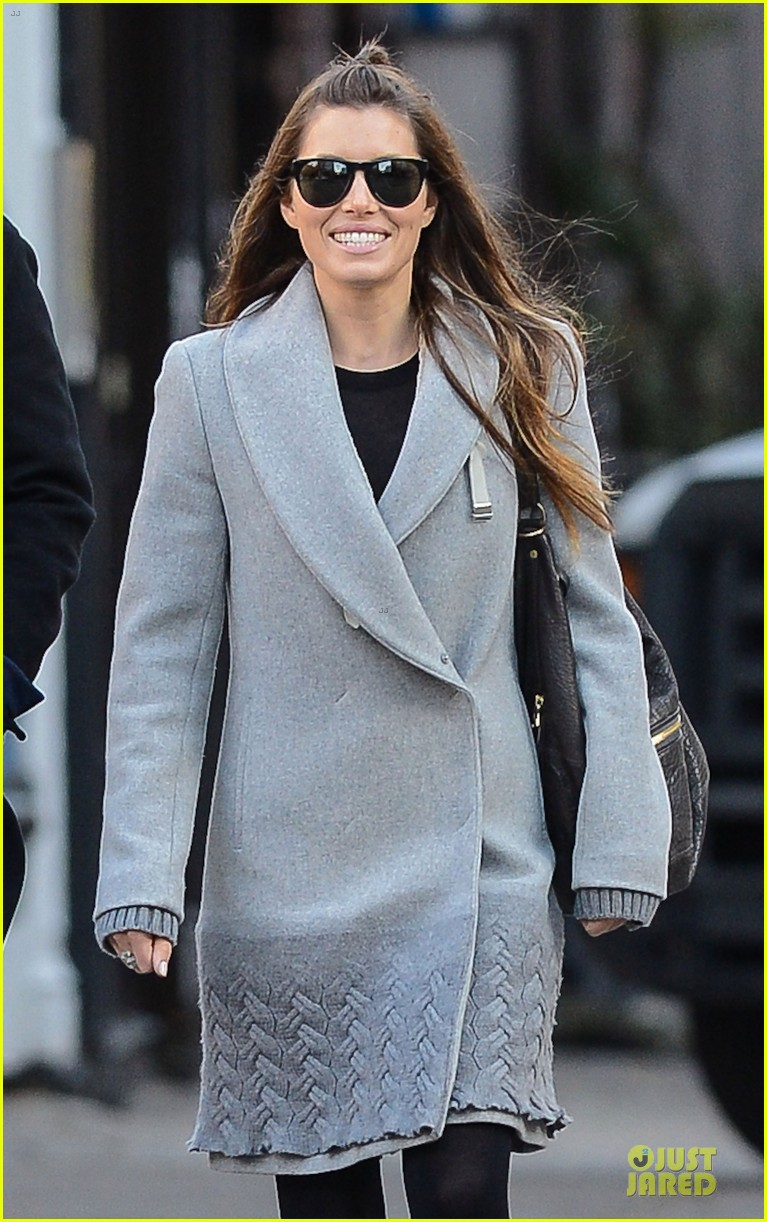 jessica biel post honeymoon smile in new york city 07